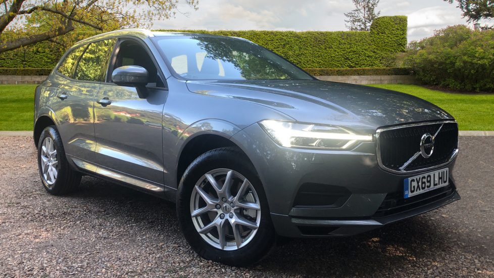 Volvo XC60 2.0 D4 Momentum Auto with Winter Pk, Convenience Pk, and Family Pk. Diesel Automatic 5 door Estate (2019) at Volvo Gatwick thumbnail image