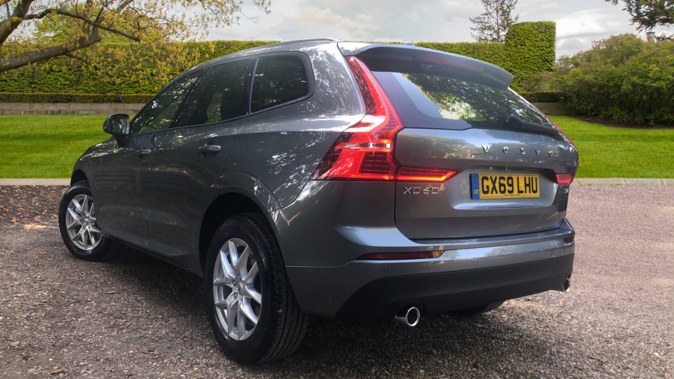 Volvo XC60 2.0 D4 Momentum Auto with Winter Pk, Convenience Pk, and Family Pk. image 4