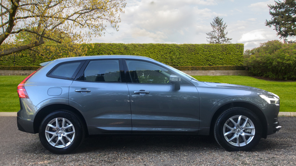 Volvo XC60 2.0 D4 Momentum Auto with Winter Pk, Convenience Pk, and Family Pk. image 2
