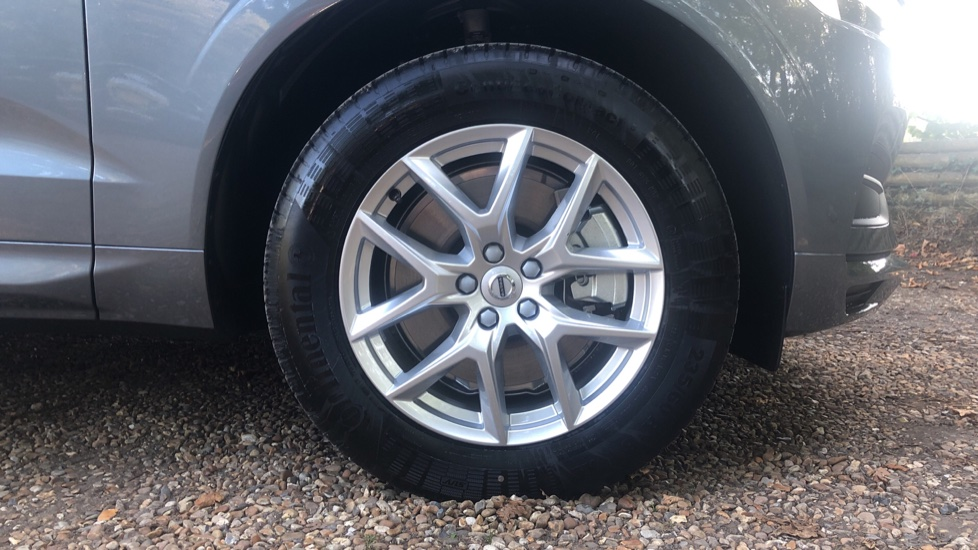 Volvo XC60 2.0 D4 Momentum Auto with Winter Pk, Convenience Pk, and Family Pk. image 14