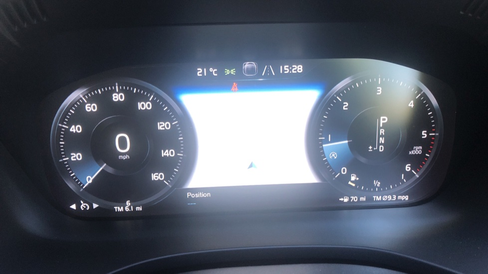 Volvo XC60 2.0 D4 Momentum Auto with Winter Pk, Convenience Pk, and Family Pk. image 6
