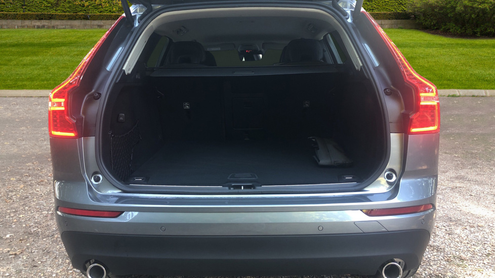 Volvo XC60 2.0 D4 Momentum Auto with Winter Pk, Convenience Pk, and Family Pk. image 17