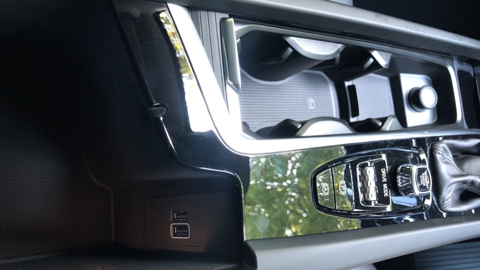 Volvo XC60 2.0 D4 Momentum Auto with Winter Pk, Convenience Pk, and Family Pk. image 23