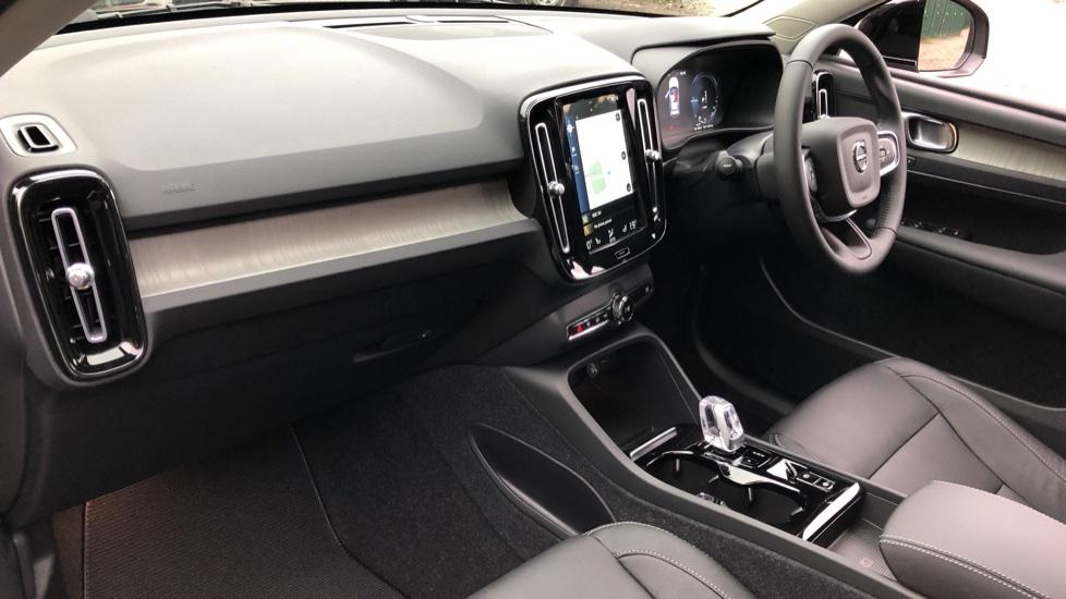 Volvo XC40 T5 Recharge PHEV Inscription Auto, Nav, Climate & Versatility Packs, Heated Screen, Keyless Drive image 9