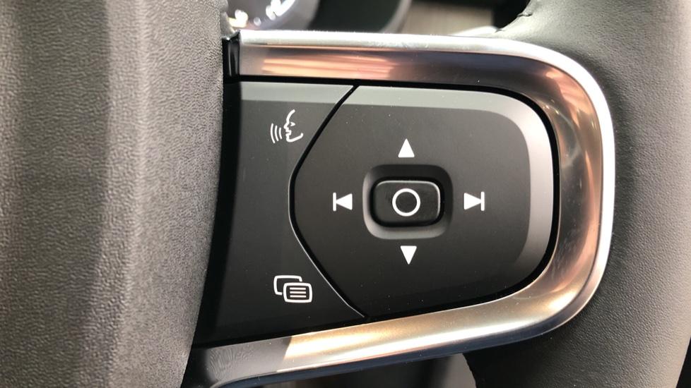 Volvo XC40 T5 Recharge PHEV Inscription Auto, Nav, Climate & Versatility Packs, Heated Screen, Keyless Drive image 14