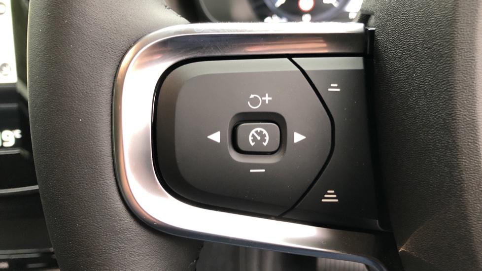 Volvo XC40 T5 Recharge PHEV Inscription Auto, Nav, Climate & Versatility Packs, Heated Screen, Keyless Drive image 13