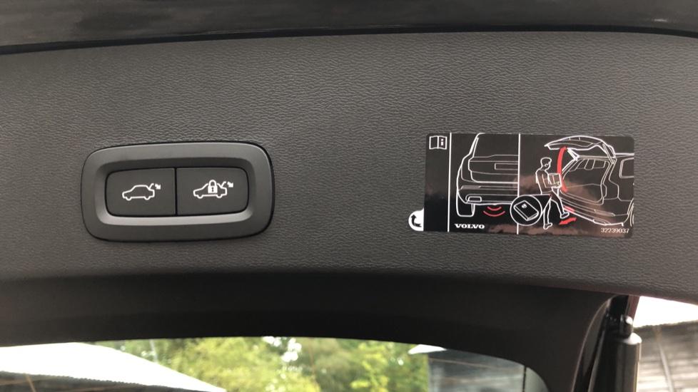 Volvo XC40 T5 Recharge PHEV Inscription Auto, Nav, Climate & Versatility Packs, Heated Screen, Keyless Drive image 24