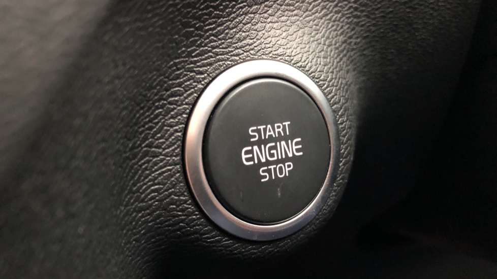 Volvo XC40 T5 Recharge PHEV Inscription Auto, Nav, Climate & Versatility Packs, Heated Screen, Keyless Drive image 23