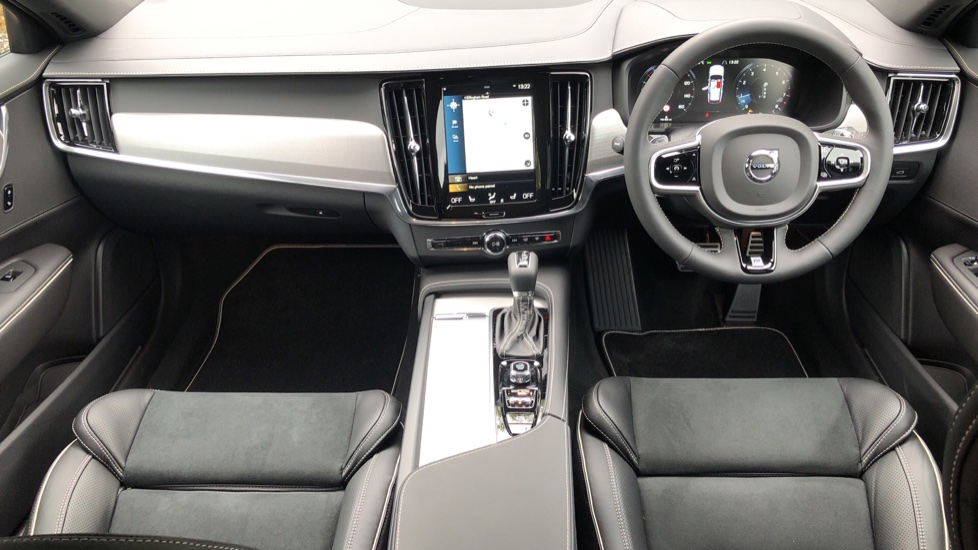 Volvo V90 2.0 T4 R Design Plus AT, Winter Pack, Intellisafe Surround with BLIS, 360 Cam, 3 Pin Socket image 8