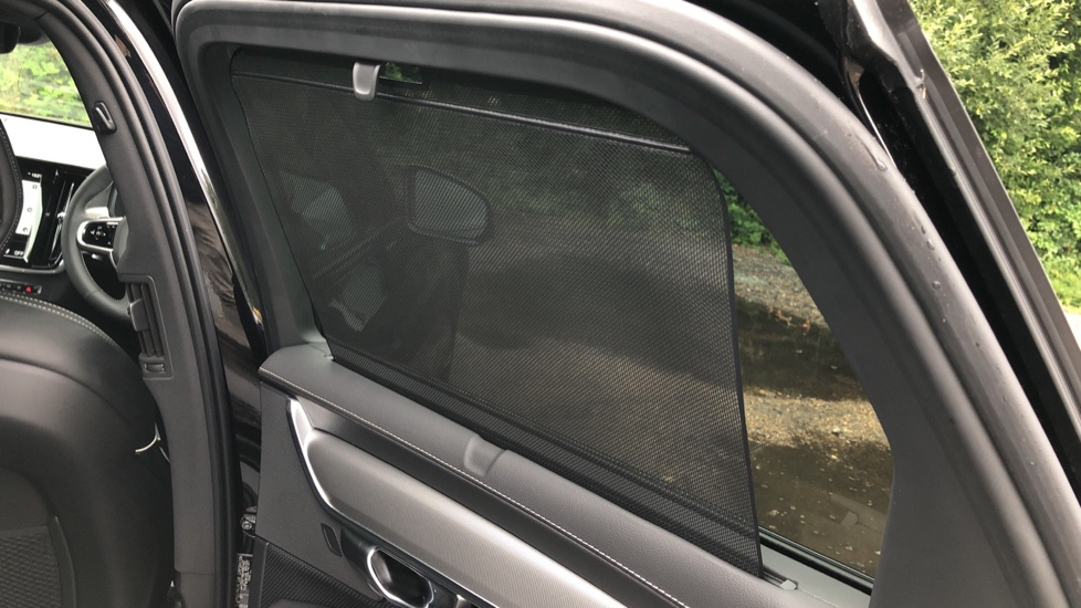 Volvo V90 2.0 T4 R Design Plus AT, Winter Pack, Intellisafe Surround with BLIS, 360 Cam, 3 Pin Socket image 19