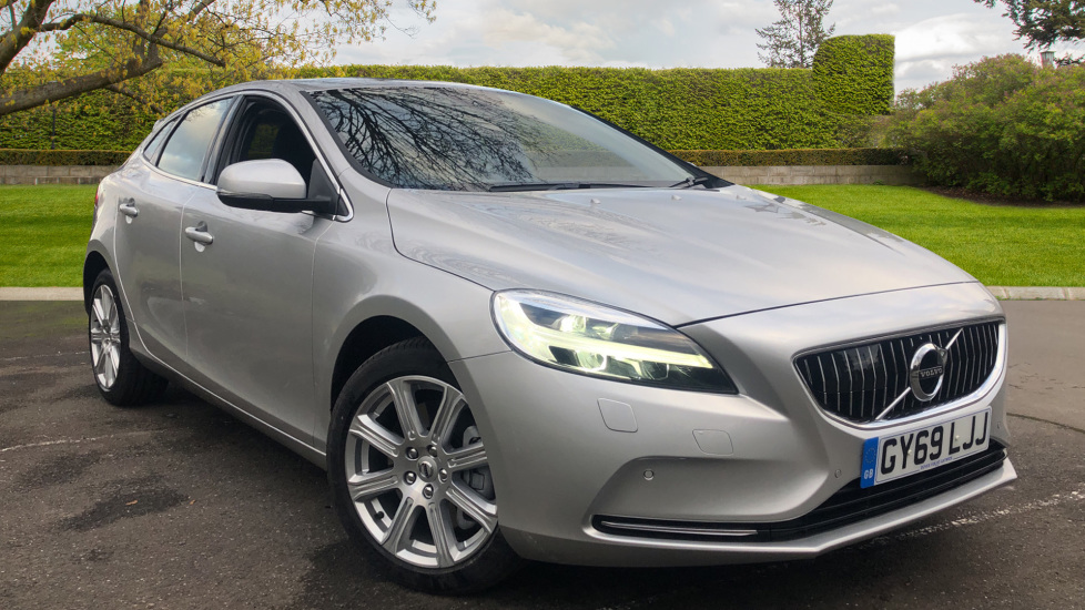 Volvo V40 D3 Inscription Edition Automatic, Nav, Winter Pk, Bending Lights, Fnt Sensors, Powered Drivers Seat. 2.0 Diesel 5 door Hatchback (2019) image