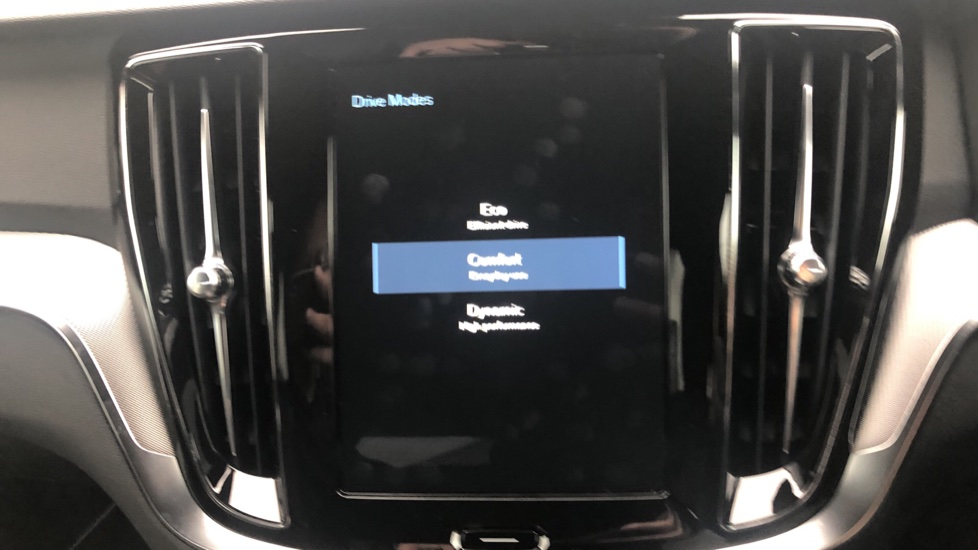 Volvo V60 2.0 T5 R Design Pro Auto, Intellisafe Pro, Harman Kardon, S/Phone Int, 360 Cam, Convenience Pk  image 21