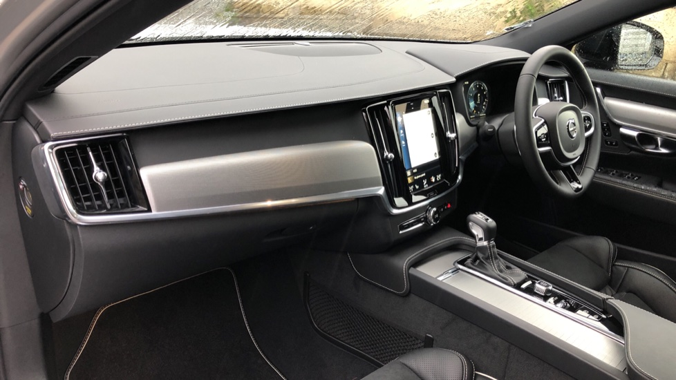 Volvo V90 T4 R Design Plus Auto, Nav, Winter Pack, Heated Screen, Active Bending Lights, DAB, Keyless Drive image 10