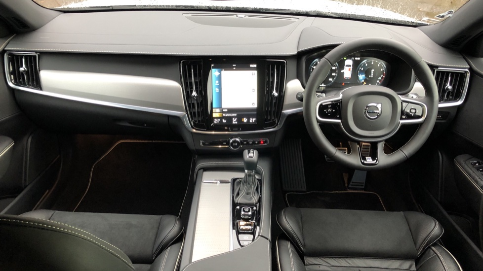 Volvo V90 T4 R Design Plus Auto, Nav, Winter Pack, Heated Screen, Active Bending Lights, DAB, Keyless Drive image 9