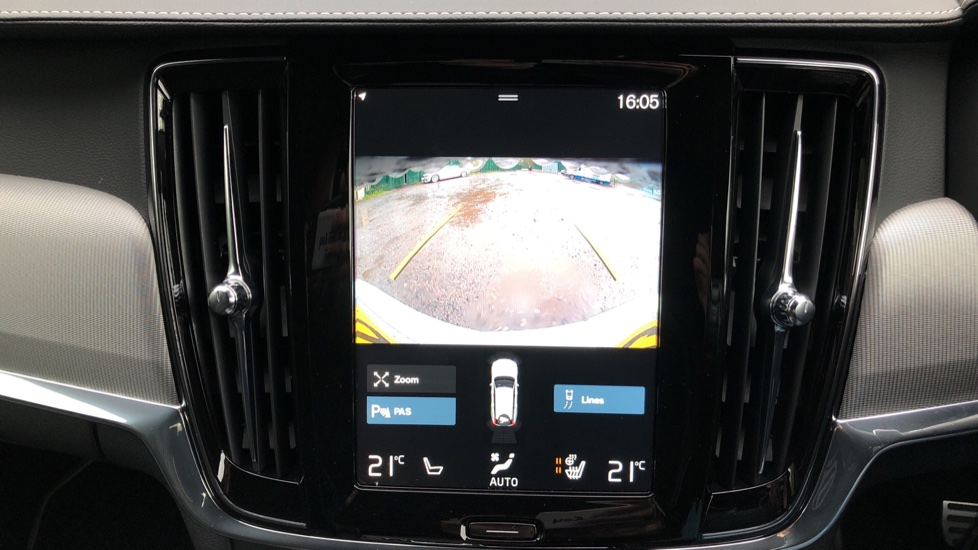 Volvo V90 T4 R Design Plus Auto, Nav, Winter Pack, Heated Screen, Active Bending Lights, DAB, Keyless Drive image 6