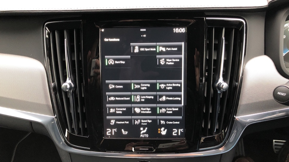 Volvo V90 T4 R Design Plus Auto, Nav, Winter Pack, Heated Screen, Active Bending Lights, DAB, Keyless Drive image 24