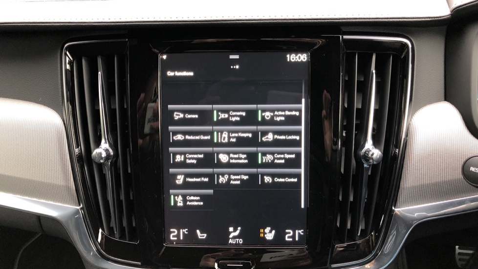 Volvo V90 T4 R Design Plus Auto, Nav, Winter Pack, Heated Screen, Active Bending Lights, DAB, Keyless Drive image 25