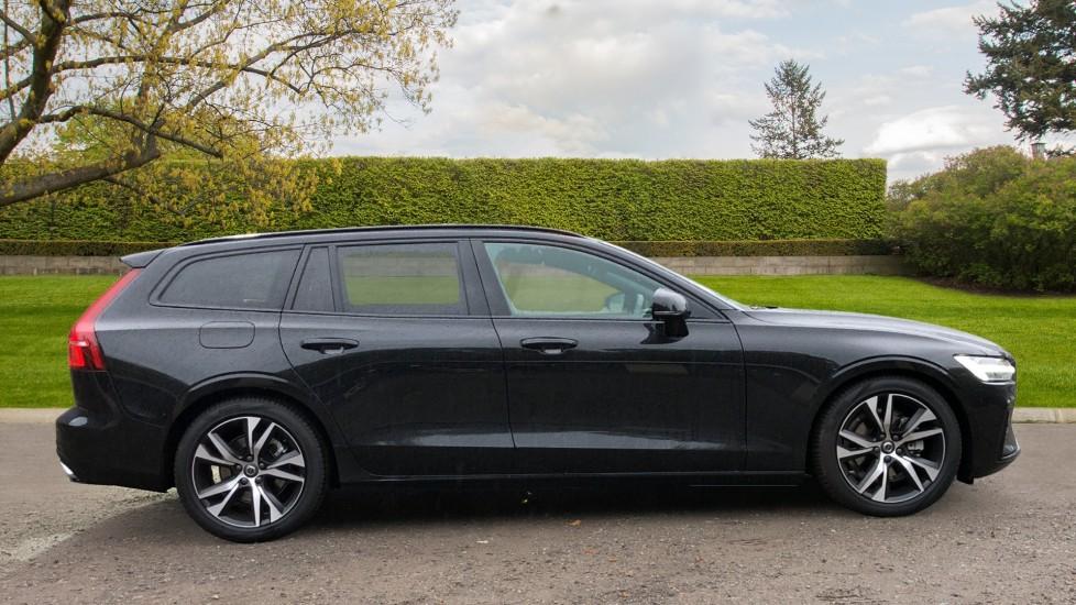 Volvo V60 D3 R Design Plus Auto,Nav, Xenium & Winter Packs, Sunroof, 360 Camera, Heated Screen, BLIS image 2