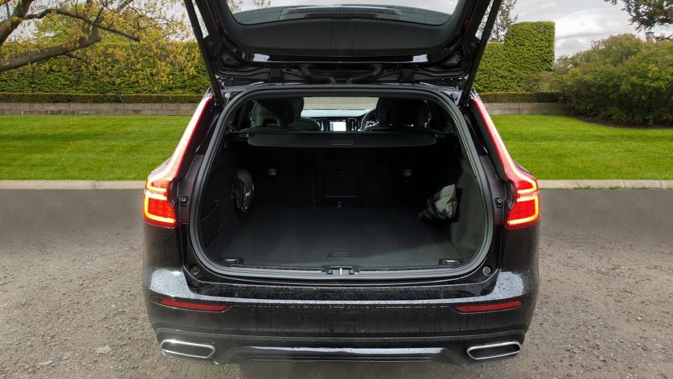 Volvo V60 D3 R Design Plus Auto,Nav, Xenium & Winter Packs, Sunroof, 360 Camera, Heated Screen, BLIS image 32