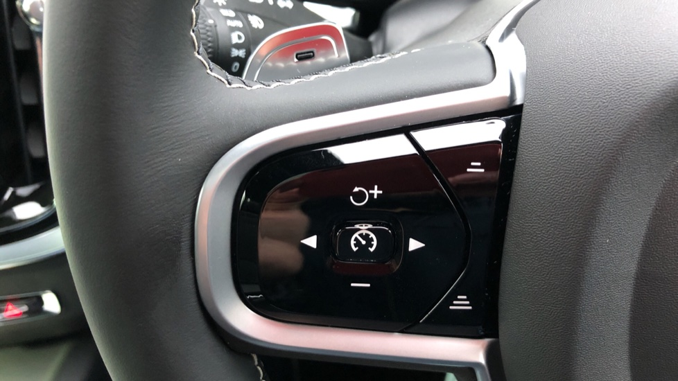Volvo V60 D3 R Design Plus Auto,Nav, Xenium & Winter Packs, Sunroof, 360 Camera, Heated Screen, BLIS image 16