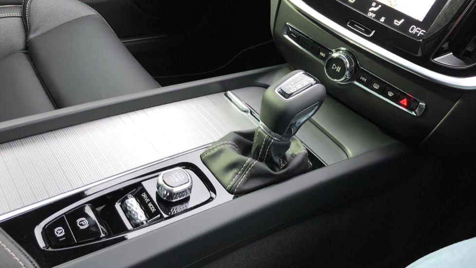 Volvo V60 D3 R Design Plus Auto,Nav, Xenium & Winter Packs, Sunroof, 360 Camera, Heated Screen, BLIS image 27