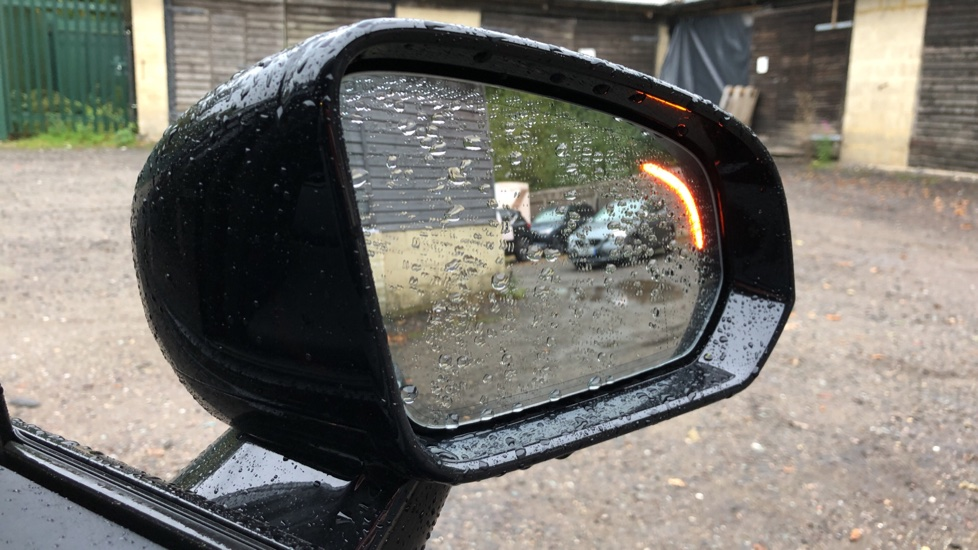 Volvo V60 D3 R Design Plus Auto,Nav, Xenium & Winter Packs, Sunroof, 360 Camera, Heated Screen, BLIS image 10