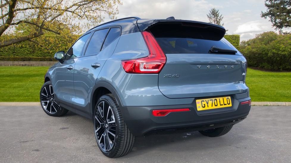 Volvo XC40 B4P Mild Hybrid R Design Pro Auto, Lounge, Climate, Versatility & Driver Assist Packs, Sunroof image 4