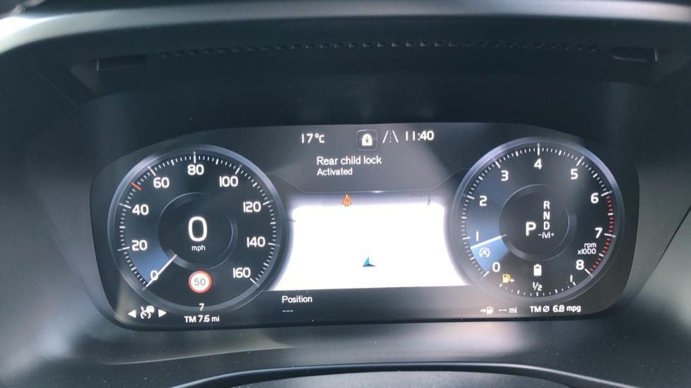 Volvo XC40 B4P Mild Hybrid R Design Pro Auto, Lounge, Climate, Versatility & Driver Assist Packs, Sunroof image 14