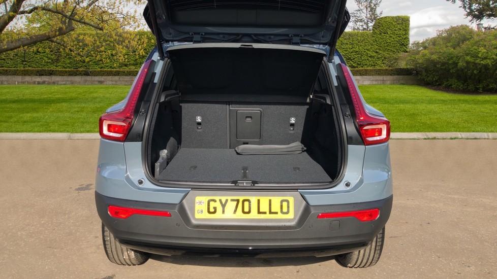 Volvo XC40 B4P Mild Hybrid R Design Pro Auto, Lounge, Climate, Versatility & Driver Assist Packs, Sunroof image 36