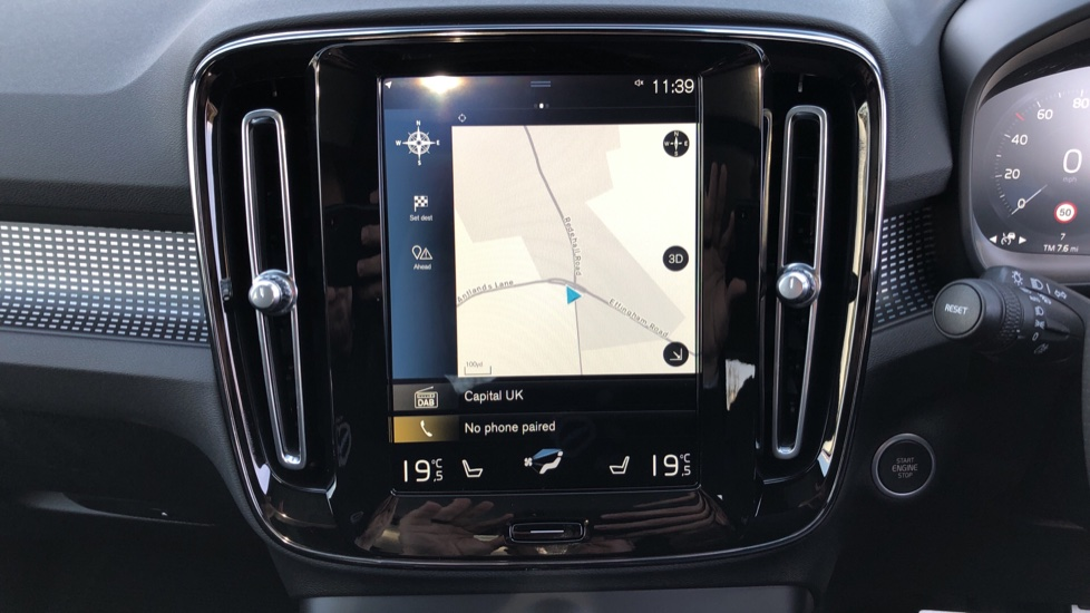 Volvo XC40 B4P Mild Hybrid R Design Pro Auto, Lounge, Climate, Versatility & Driver Assist Packs, Sunroof image 6