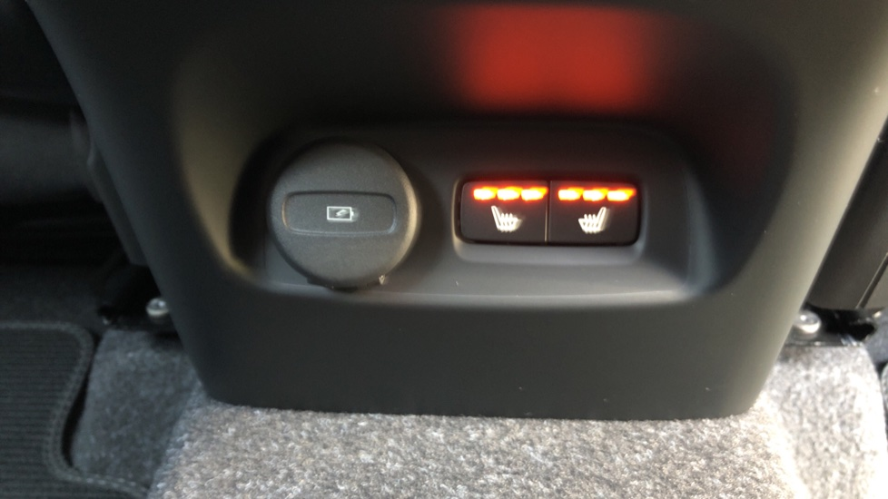Volvo XC40 B4P Mild Hybrid R Design Pro Auto, Lounge, Climate, Versatility & Driver Assist Packs, Sunroof image 26