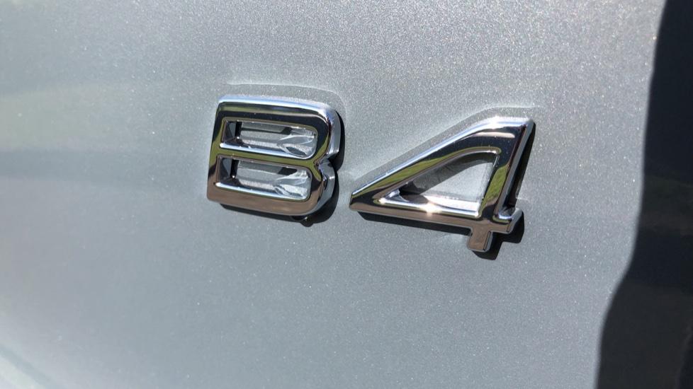 Volvo XC40 B4P Mild Hybrid R Design Pro Auto, Lounge, Climate, Versatility & Driver Assist Packs, Sunroof image 42