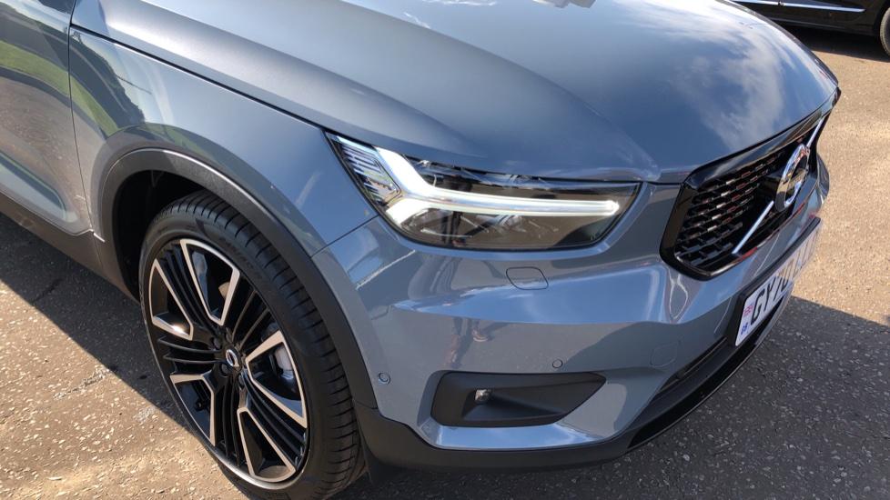 Volvo XC40 B4P Mild Hybrid R Design Pro Auto, Lounge, Climate, Versatility & Driver Assist Packs, Sunroof image 33
