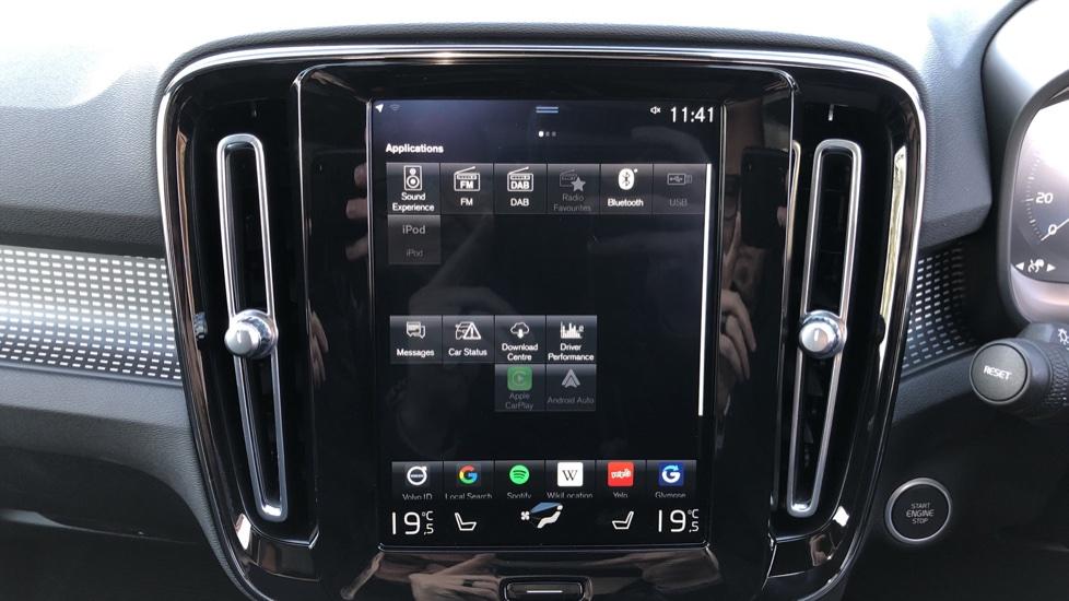 Volvo XC40 B4P Mild Hybrid R Design Pro Auto, Lounge, Climate, Versatility & Driver Assist Packs, Sunroof image 29