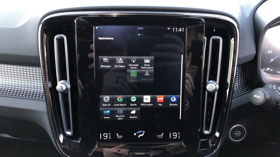 Volvo XC40 B4P Mild Hybrid R Design Pro Auto, Lounge, Climate, Versatility & Driver Assist Packs, Sunroof image 30