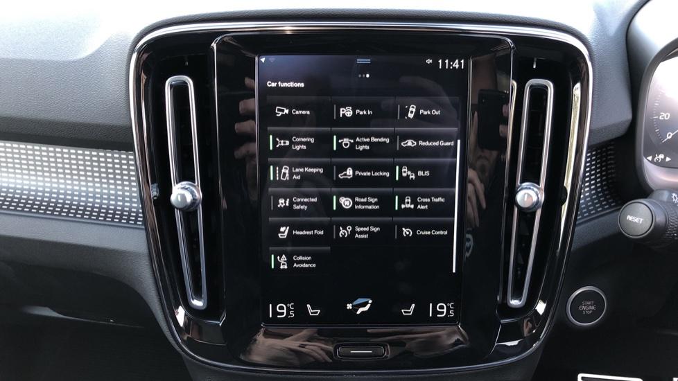 Volvo XC40 B4P Mild Hybrid R Design Pro Auto, Lounge, Climate, Versatility & Driver Assist Packs, Sunroof image 32