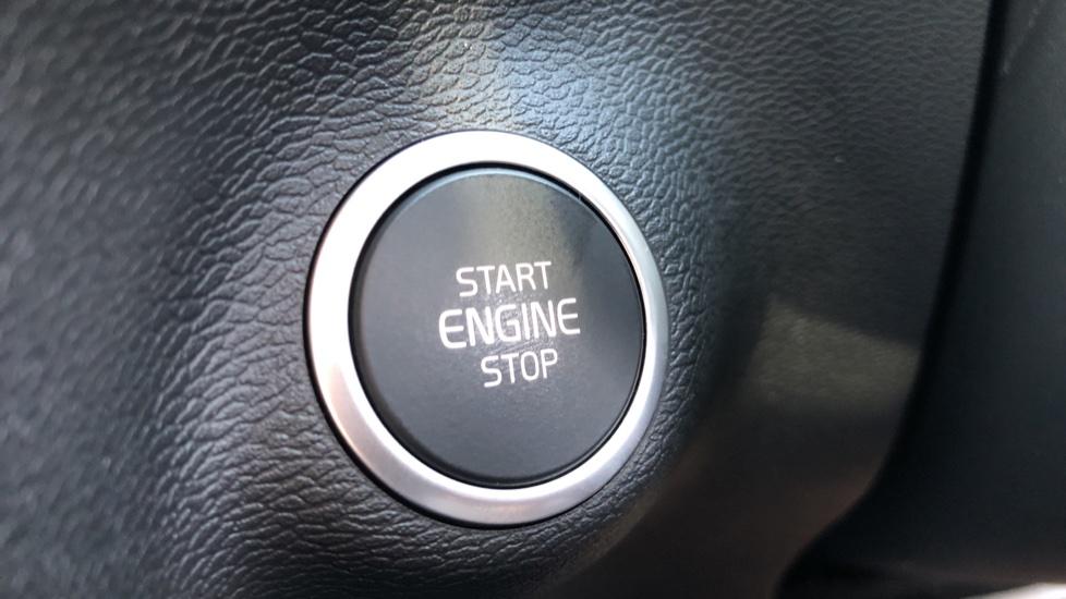 Volvo XC40 B4P Mild Hybrid R Design Pro Auto, Lounge, Climate, Versatility & Driver Assist Packs, Sunroof image 28