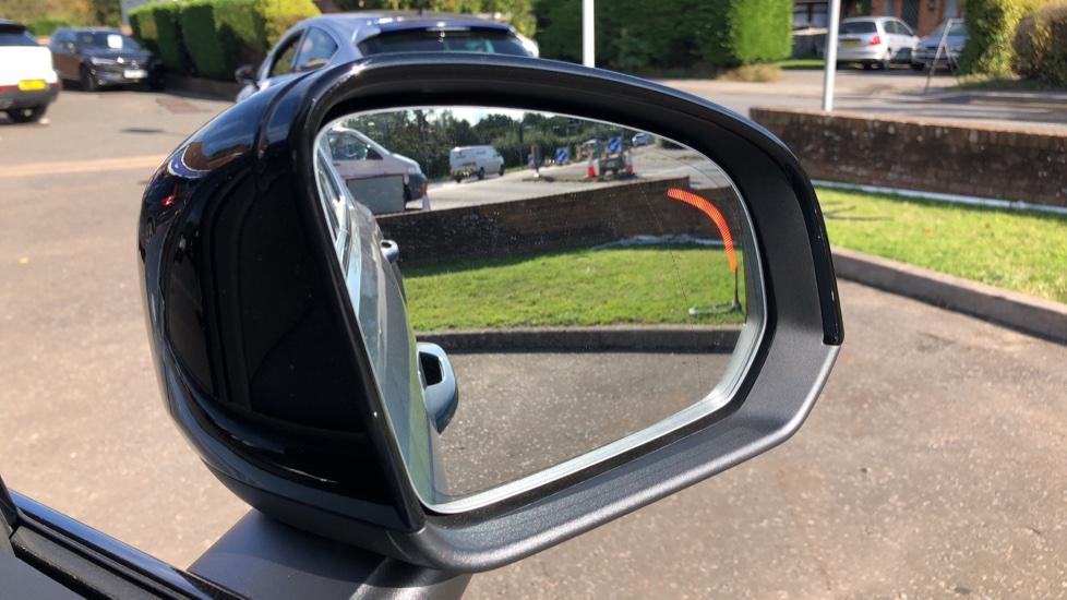 Volvo XC40 B4P Mild Hybrid R Design Pro Auto, Lounge, Climate, Versatility & Driver Assist Packs, Sunroof image 9