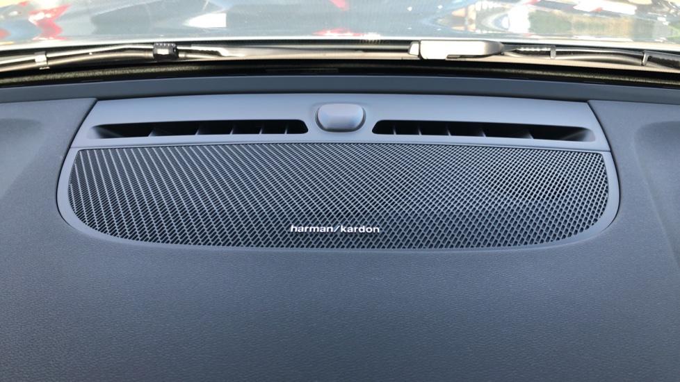 Volvo XC40 B4P Mild Hybrid R Design Pro Auto, Lounge, Climate, Versatility & Driver Assist Packs, Sunroof image 10