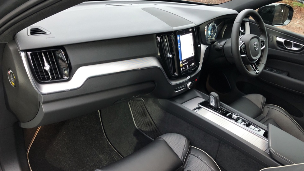 Volvo XC60 T6 Recharge PHEV R Design AWD Auto, Lounge, Climate & Driver Assist Packs, Sunroof, 360 Camera image 10
