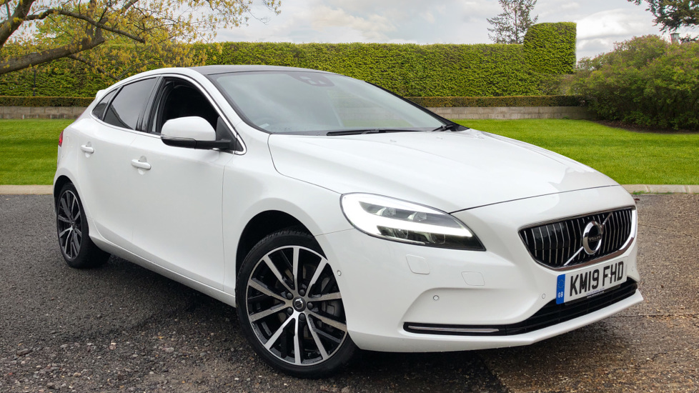 Volvo V40 D3 Inscription Edition AT, Winter/Xenium/Intellisafe Pro, Heated Screen & F & R Seats, Pano Roof 2.0 Diesel Automatic 5 door Hatchback (2019)