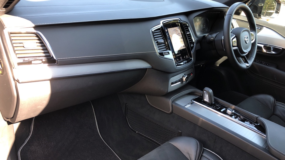 Volvo XC90 T8 Hybrid R Design Pro AWD Auto, Xenium Pack, Sunroof, 360 Camera, BLIS, CarPlay, DAB Radio image 12