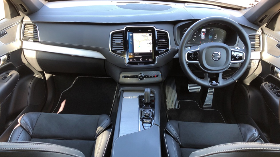 Volvo XC90 T8 Hybrid R Design Pro AWD Auto, Xenium Pack, Sunroof, 360 Camera, BLIS, CarPlay, DAB Radio image 11
