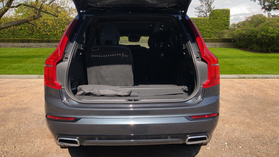 Volvo XC90 T8 Hybrid R Design Pro AWD Auto, Xenium Pack, Sunroof, 360 Camera, BLIS, CarPlay, DAB Radio image 36