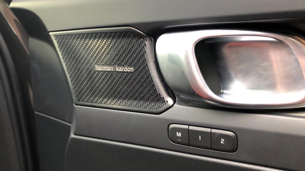 Volvo XC40 D4 Inscription AWD AT, Xenium/Winter/Convenience Pks, IntelliPro, HK Audio, S/Phone image 25