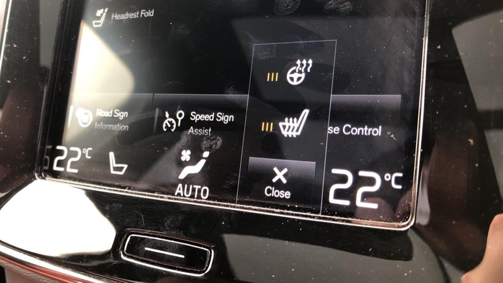 Volvo XC40 D4 Inscription AWD AT, Xenium/Winter/Convenience Pks, IntelliPro, HK Audio, S/Phone image 11