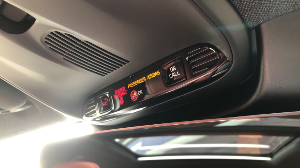 Volvo XC40 D4 Inscription AWD AT, Xenium/Winter/Convenience Pks, IntelliPro, HK Audio, S/Phone image 28