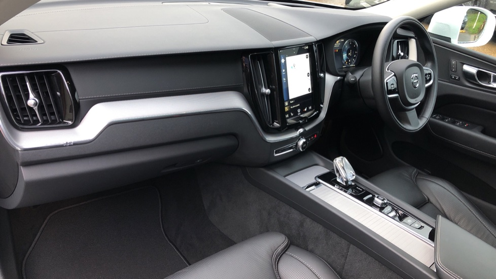 Volvo XC60 B5D Mild Hybrid Inscription Pro AWD Auto, Nav, Xenium Pack, Sunroof, 360 Camera, BLIS image 11