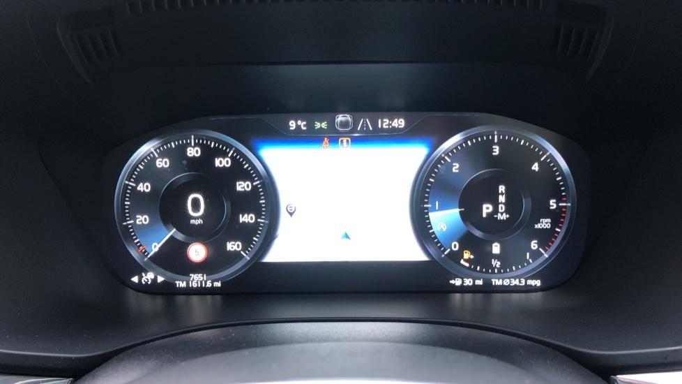Volvo XC60 B5D Mild Hybrid Inscription Pro AWD Auto, Nav, Xenium Pack, Sunroof, 360 Camera, BLIS image 13