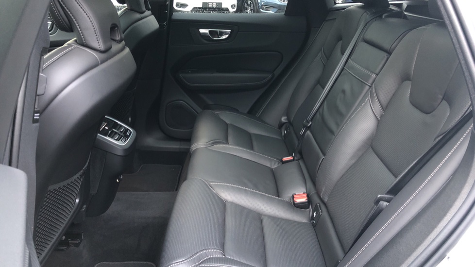 Volvo XC60 B5D Mild Hybrid Inscription Pro AWD Auto, Nav, Xenium Pack, Sunroof, 360 Camera, BLIS image 23
